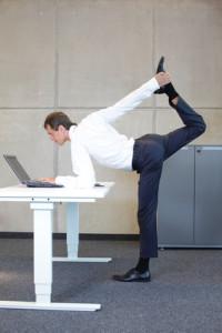 Mit diesen Übungen bleiben Sie im Büro fit